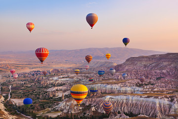 fototapeta balon lecący nad Kapadocja Turcja