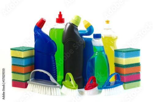 Środki czystości na białym tle. - 57829350