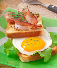 breakfast with bread, fried egg and bacon