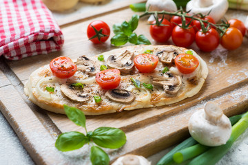 Pliz-Tomate-Zwiebel-Pizza