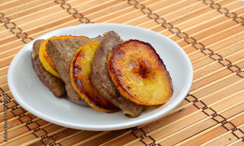 Fried veal liver and apples