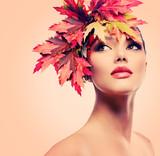 Fototapety Autumn Woman Fashion Portrait. Beauty Autumn Girl