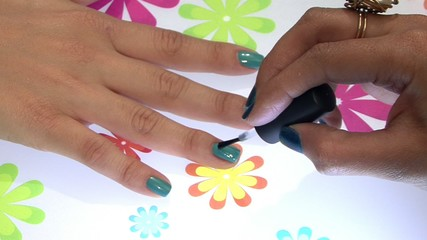 Painting fingernails 2