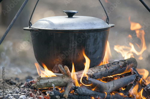 Foto op Aluminium Kamperen Cooking on campfire.