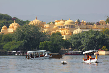 boats and palace on Pichola lake