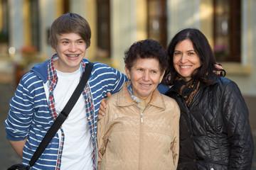 Oma, Mutter und Sohn