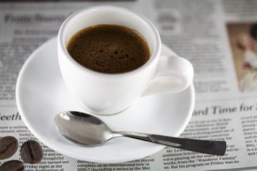 Tazzina di Caffè e Giornale
