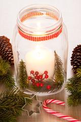 Weihnachtlich geschmücktes Windlicht