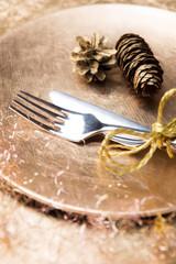 Goldenes Tischgedeck
