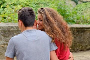Jeune couple d'adolescents