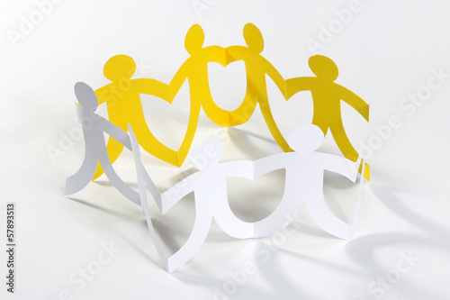 circle of paper people