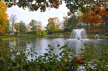 Peterhof Palace and lake in the autumn