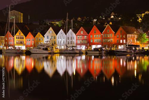 Słynna ulica Bryggen w Bergen - Norwegia