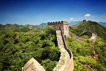 Wielki Mur Chiński w pobliżu Jinshanling w słoneczny letni dzień