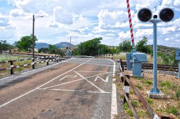 Paso a nivel con barrera, trenes, ferrocarriles, España