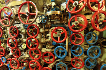 Submarine control dive valves