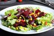 insalata di barbabietola sfondo grigio