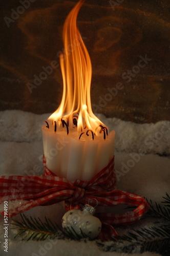 viele brennende Kerzen