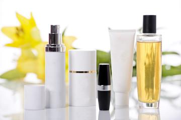 Botes de perfumes y cremas