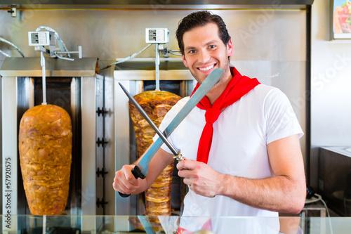 Kebab - heißer Döner mit frischen Zutaten - 57920575