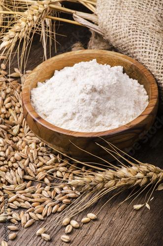 farina con spighe di grano