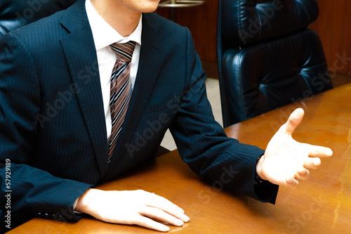 重要な会議を行っている重役