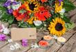 Alles Liebe: Sommerblumen mit Gutschein und Kerzenlicht