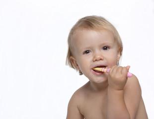 dziecko myjące zęby-nauka