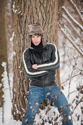 canvas print picture Wintershooting Beauty man mit Mütze