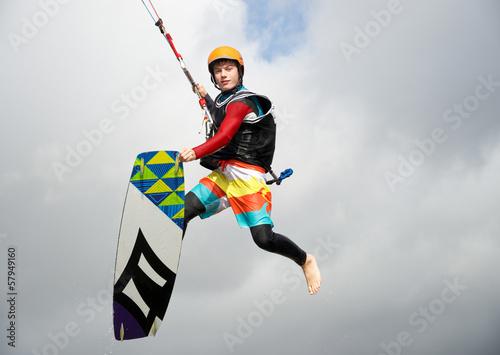 Junger Kitesurfer