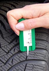 Auto Reifen - Profiltiefe messen