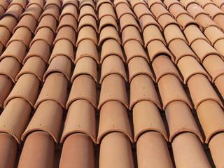 Halbrunde Dachziegel auf einem Haus in Bodrum in der Türkei