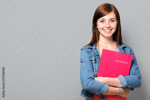 Leinwanddruck Bild Junge Frau mit Bewerbungsmappe