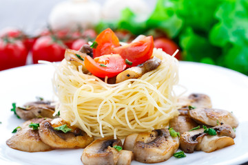Pasta with cherry tomato and mushrooms