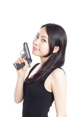 拳銃を持った女性