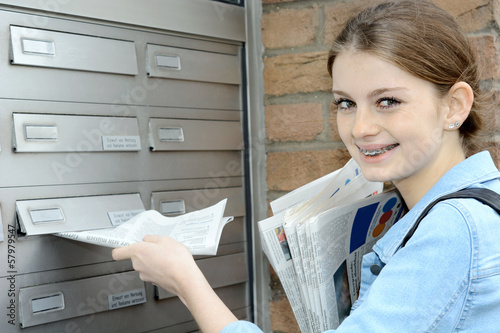 Leinwandbild Motiv Nebenjob als Zeitungsausträger