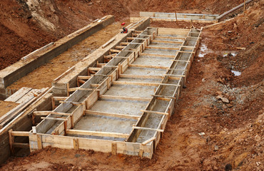 Construction of an industrial building foundation pit