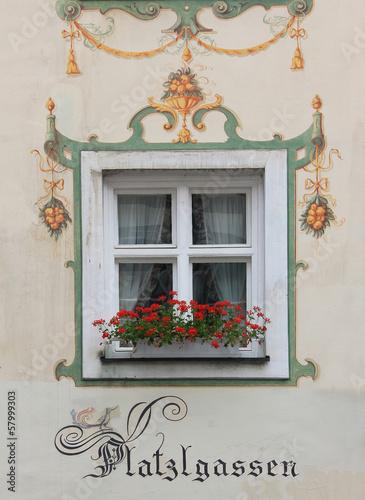 Fenster mit Lüftlmalerei