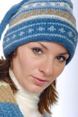 Junge Frau mit Winterkleidung