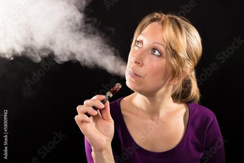 canvas print picture Frau mit elektronische Zigarette