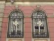 Vergitterte Fenster an einem Bankgebäude in Istanbul