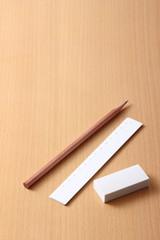 鉛筆と消しゴムと定規