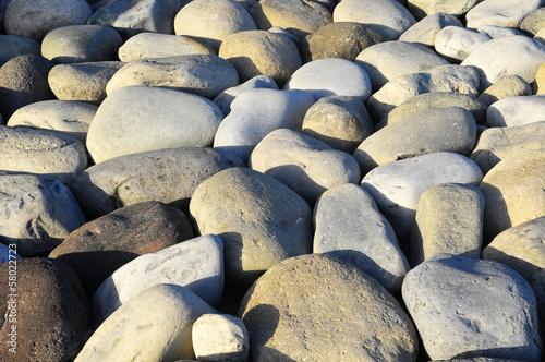 rocas-redondas-alisadas-por-el-agua