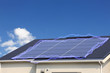 発電中の太陽光発電と青空