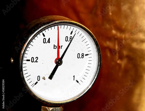 accurate pressure gauge for measuring pressure