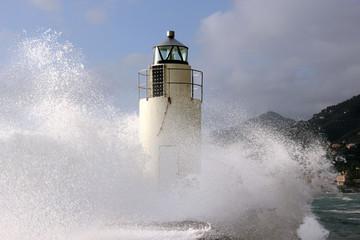 Faro e la tempesta