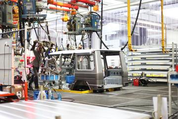 Fabrikangestellte während der Arbeit