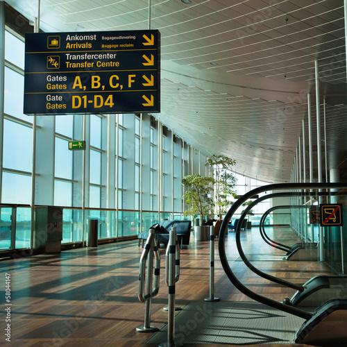 Leinwanddruck Bild airport terminal
