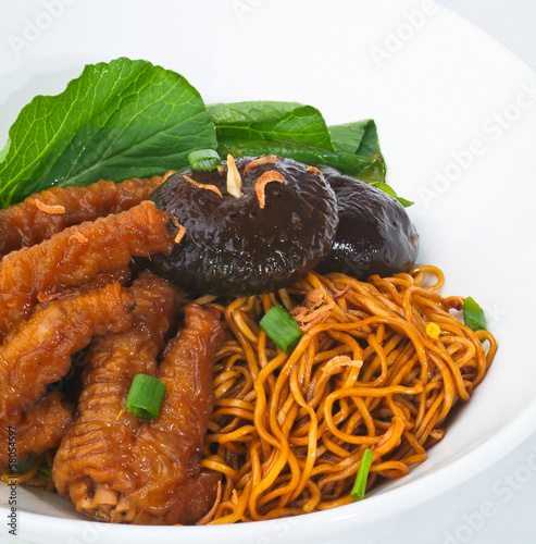 wanton noodle, wanton noodle with chicken feet and mushroom