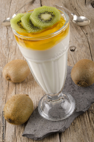 kiwi yogurt with organic honey